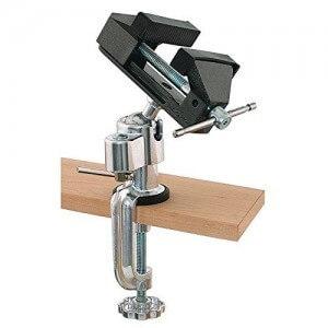 Drehbarer und schwenkbarer Mini Schraubstock aus Stahl mit Kugelgelenk und Tischklemme.