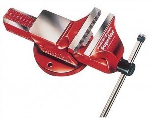 Roter Peddinghaus Schraubstock aus Stahl geschmiedet. Modell: Superior 140 mm.